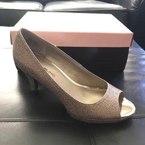 Bandolino Nubilla gold peep toe heels size 7.5